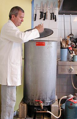 Confection d'un sirop de nourrissement